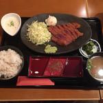 牛カツ東京 - 牛カツ麦飯とろろ定食 肉〔中〕(1300円)【平成28年5月2日撮影】