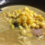 かるあ - 料理写真:クリーミー旨い。卓上の一味唐辛子と辣油と粗挽胡椒で過激なカレーにするもよし。