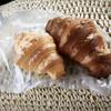 ベーカリー カラパン - 料理写真:左 塩クロワッサン  右 クロワッサン
