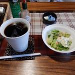 古民家カフェ&ダイニング 枇杏 - ランチセット(アイスコーヒー・サラダ)350円