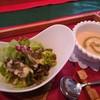 アバンダント - 料理写真:生ハムと紅ずわいがにとアスパラのニョッキ(1480円) サラダとトマトの冷製スープ
