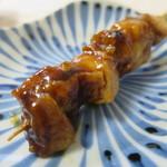 鶏三和 - もも串(たれ)アップ