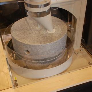毎日挽きたて店内石臼挽きのそば粉