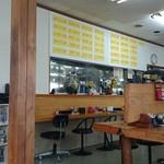 味千ラーメン - 店内はカウンターとテーブルと座敷がそれぞれあります