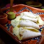 LUCHA - ◆タコス(ブリトー)・・ベーコンとチーズが入っていて、いいお味です。