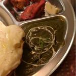 ムガルパレス - ほうれん草チーズカレー&チキン。