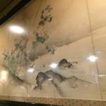 麺屋しらかわ - カウンター背側の絵、しらちゃんの男気を感じます(2016.8.25)