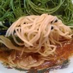 来来亭 - 麺アップ 細麺ストレートです。
