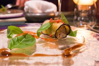 SALONE 2007 - 茄子のマリネとカンパチ、チョコレートソースの別角度