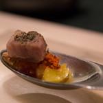 SALONE 2007 - 味覚の濃縮:今月のスプーン、豚肉と赤エビ、パイナップル
