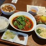 WANG'S GARDEN - ランチ「よだれ鶏&麻婆豆腐セット (1150円)」