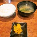 ばかすや - ごはん 味噌汁 漬物