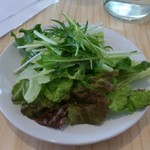 カフェ ド ラ ポスト - セットのサラダです