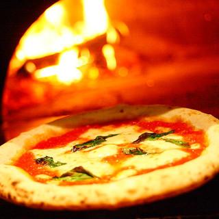 本場イタリアの薪窯で焼き上げる極上ナポリピッツァ!!
