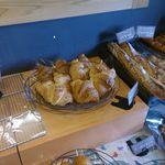 55346238 - 比較的どのパンもお値ごろ価格なのが嬉しいところです。