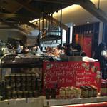 バル マルシェ コダマ - 店内は良い雰囲気のカウンター席が並んでいます