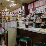 多田屋 - 雑然としてるが清潔に保たれる店内