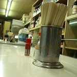 竹田酒販 - 内観写真:シンプルな店内、だって酒屋だもん。