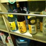 竹田酒販 - 内観写真:何か買ってくださいよ、酒屋なんですから。