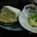 やきとり居酒屋しんちゃん - 地元豆腐屋さんのざる豆腐