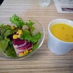 アネアカフェ - ポタージュスープとサラダです♪