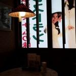 サイゴン・レストラン - 室内から見た看板