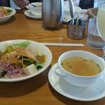 55360624 - パスタについていたサラダとスープ
