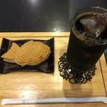 おかゆ専門店・甘味処 なつかし館 蔵 - たい焼きセット クリーム アイスコーヒー