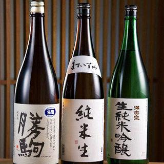 富山県産を中心とした厳選地酒は、30種類以上を常備!
