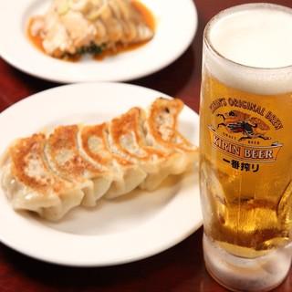 自慢の本格餃子は、ビールを始めとしたお酒との相性バッチリ!