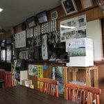 食事処 きくち - 店内には蔵王のポスターや雪山の写真が