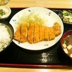 とん亭 - とんかつ定食 850円