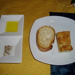 5537352 - パン。オリーブオイル、クミン、コリアンダー、花塩等々の塩がポイント