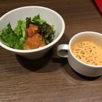 55373162 - サラダとトマトのスープ