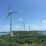 55373472 - 西平安名崎にある3機の発電用風車