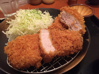 平田牧場 東京ミッドタウン店 - 左はロース、右はヒレ