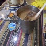 インドネパール料理 ラージャ - Bセットのアイスチャイ