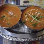 インドネパール料理 ラージャ - Bセット1134円 右:豆カレー 左:野菜カレー
