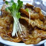 55376576 - 豚丼(夜価格小鉢お通し付き1,230円、昼価格980円)