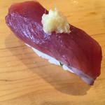 寿司源 藤沢大庭店 - かつを@165円       シャリとの間に葱in 食べ易くしてくれています✨