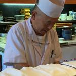 寿司源 藤沢大庭店 - 今回の板さん(o^^o)✨大将??       お仕事しながらでも とっても お話が上手で、目配り気配り素晴らし過ぎます♡ 本当にどうもありがとうございました‼️m(_ _)m