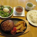 Meet Meats 5バル - 300g!ドカ盛り手ごねハンバーグ 1000円