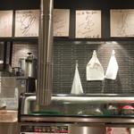 焼肉 本家 Ponga - 店内には芸能人のサインもたくさん