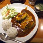 マハロ - アボカドご飯(¥680)。1個まるごとのアボカドが大迫力、ご飯がおむすびというのは可愛い