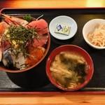 岩山海 - 海鮮丼定食1,000円