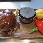 きゅうろく 鉄板焼屋 - デミグラスソースのこだわりの黒毛和牛ハンバーグ(150g)