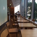 レム日比谷 - 【2016年06月】雰囲気の良い店内、窓側カウンター席。