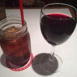 55386284 - アイスティとグラス赤ワイン