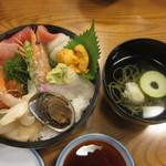 55388240 - 海鮮丼とお吸い物