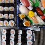 55388251 - ◆「北辰にぎり寿司(1080円)」「とろたく細巻き(398円)」「鉄火巻き(498円」を購入しました。                       デパ地下のお寿司としては、どれもお手頃で良いですね。